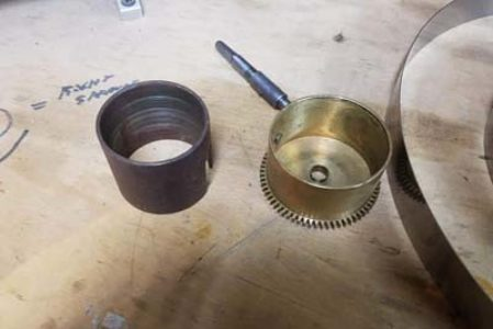 Clock barrel with no main spring in it